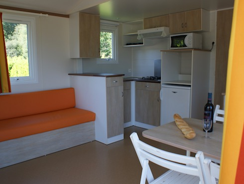 Camping des Alouettes mobil home 2 chambres terrasse integree interieur